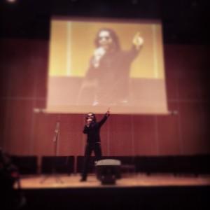 @MarioCasasnovas amenizó el comienzo del FIMP con Gangnam Style